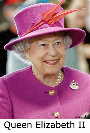 Foto of Queen Elizabeth II in pink hat and jacket.